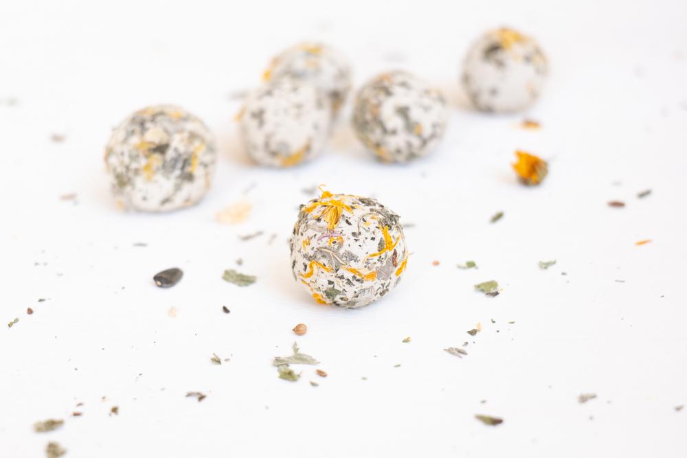 Samenbomben selber machen schereleimpapier kreative Tutorials für DIY Geschenke, DIY Möbel und DIY Deko zum Basteln